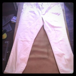 Crisp White Skinny Ankle Jeans Perfect for Spring